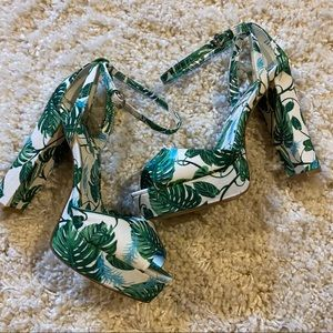 Green & white leaf platform sandal